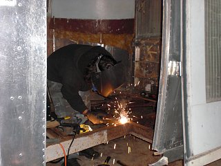 Click image for larger version  Name:Welding crossmember.jpg Views:96 Size:300.0 KB ID:74432