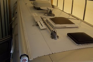 Click image for larger version  Name:airstream logo and roof 006.jpg Views:143 Size:159.1 KB ID:74937
