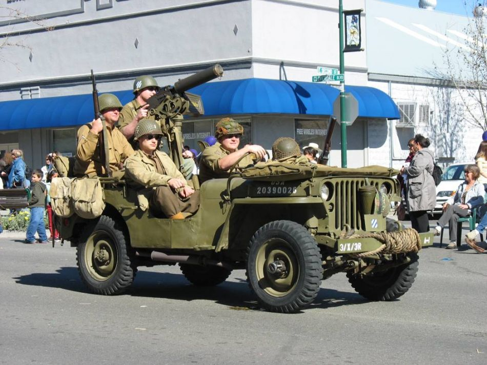 Click image for larger version  Name:parade jeep.jpg Views:82 Size:127.8 KB ID:75593