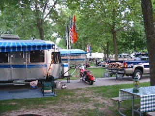 Click image for larger version  Name:airstream camping.jpg Views:92 Size:79.3 KB ID:77167