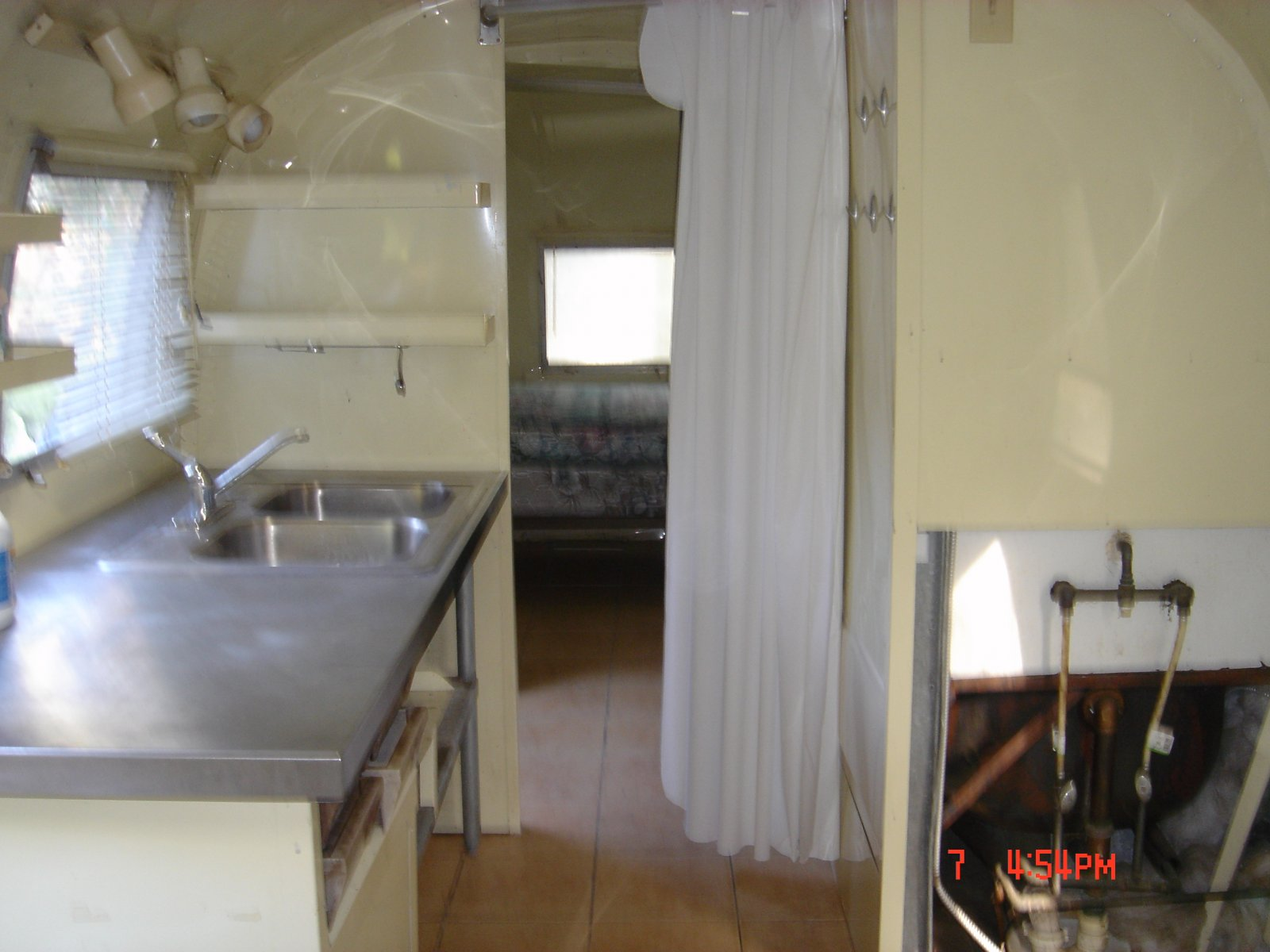 Click image for larger version  Name:1968 AIRSTREAM 043.jpg Views:87 Size:172.3 KB ID:77517