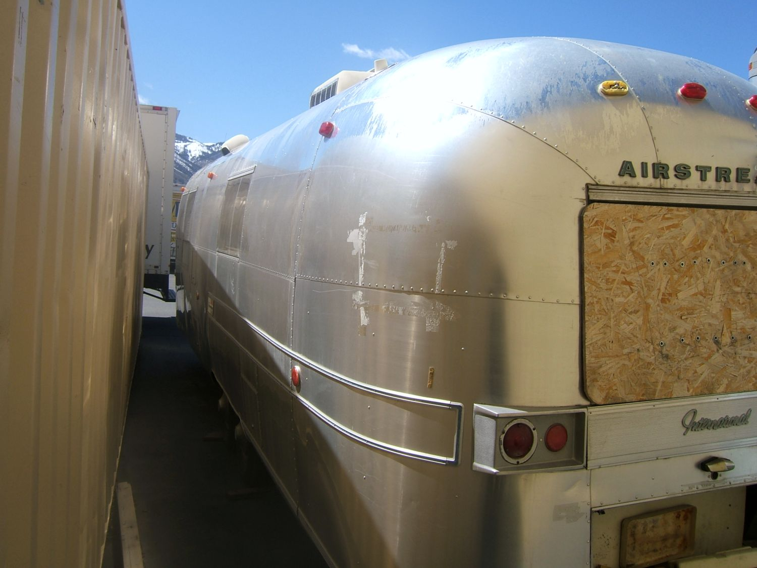 Click image for larger version  Name:airstream rear left.jpg Views:84 Size:163.2 KB ID:77808
