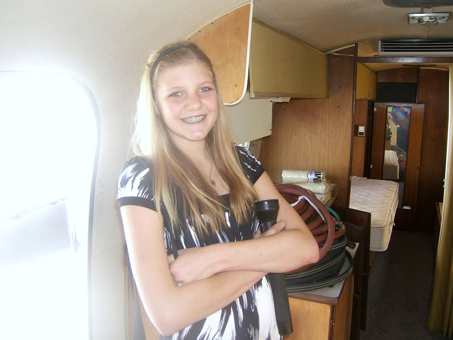 Click image for larger version  Name:airstream danni inside.jpg Views:260 Size:179.7 KB ID:77952