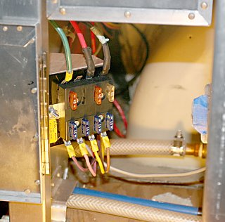 Click image for larger version  Name:IMG_8981 fuse block_sovereign-s.jpg Views:220 Size:141.6 KB ID:78514