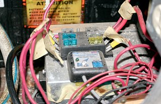 Click image for larger version  Name:IMG_8983 fuse block_caravel-s.jpg Views:187 Size:206.8 KB ID:78515
