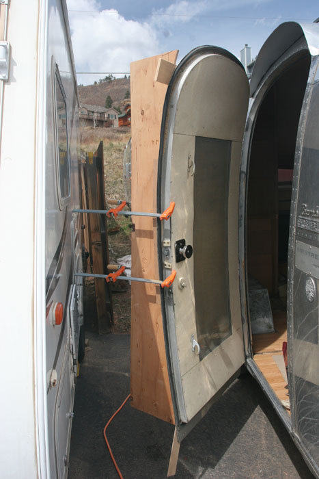 Click image for larger version  Name:IMG_8970 plyswood clamped-s.jpg Views:86 Size:96.7 KB ID:78528