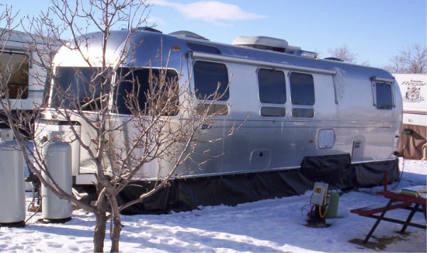 Click image for larger version  Name:airstream trailer skirting1lrg.jpg Views:606 Size:53.1 KB ID:79230