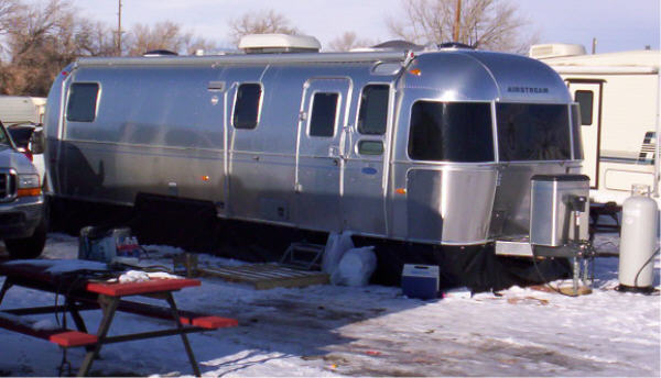 Click image for larger version  Name:airstream trailer skirting2lrg.jpg Views:352 Size:42.4 KB ID:79231