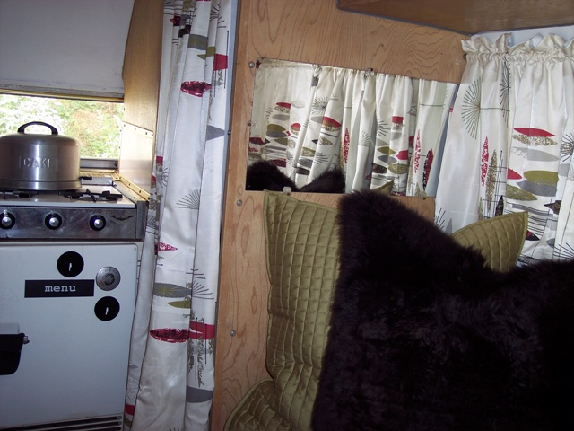 Click image for larger version  Name:1961 Airstream Bambi Street Side 1 041009.jpg Views:108 Size:123.9 KB ID:79541