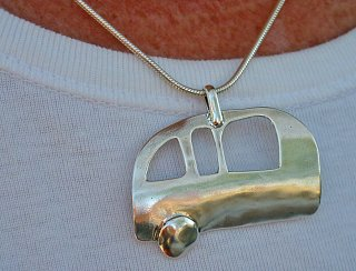 Click image for larger version  Name:kristiana's trailer pendant.jpg Views:78 Size:394.2 KB ID:79939