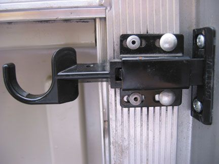 Click image for larger version  Name:Screen door lock close-up.jpg Views:162 Size:31.8 KB ID:8034