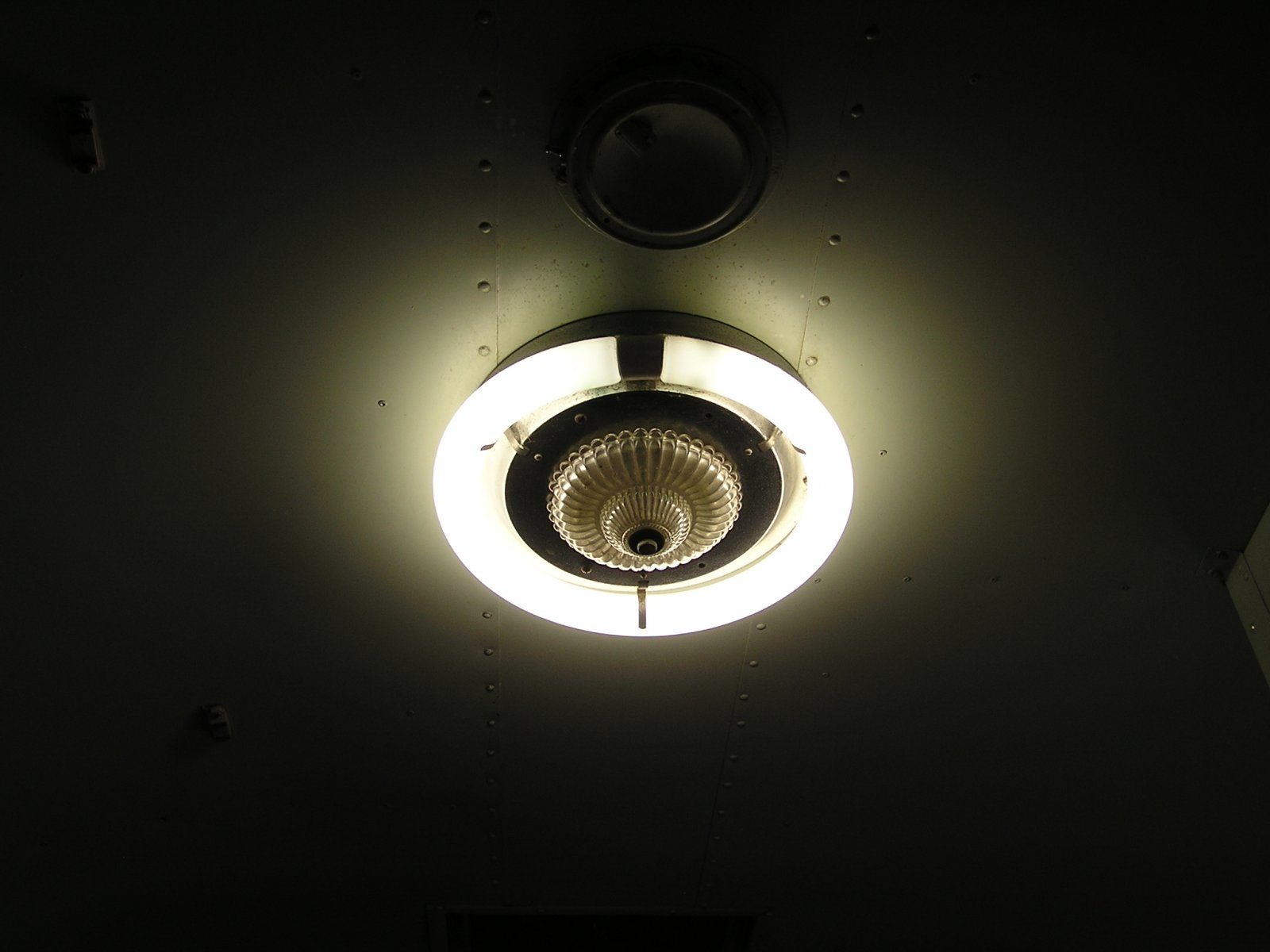 Click image for larger version  Name:1958 SS Fluorescent Light.jpg Views:107 Size:121.0 KB ID:80515