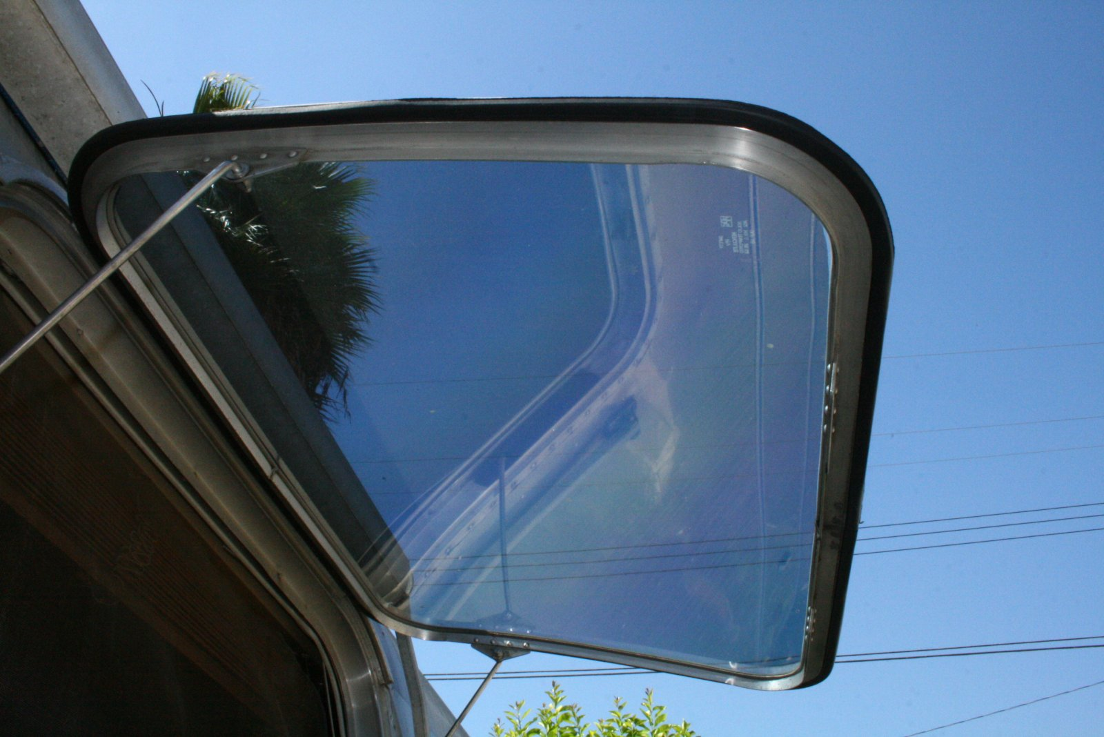 Click image for larger version  Name:new window seals & tint.jpg Views:262 Size:212.3 KB ID:81559