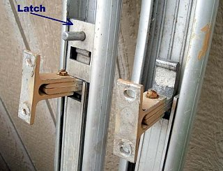 Click image for larger version  Name:latch1.JPG Views:131 Size:40.6 KB ID:81939