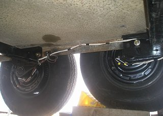 Click image for larger version  Name:Airstream axles replacement May, 2009 043.jpg Views:77 Size:67.7 KB ID:82050
