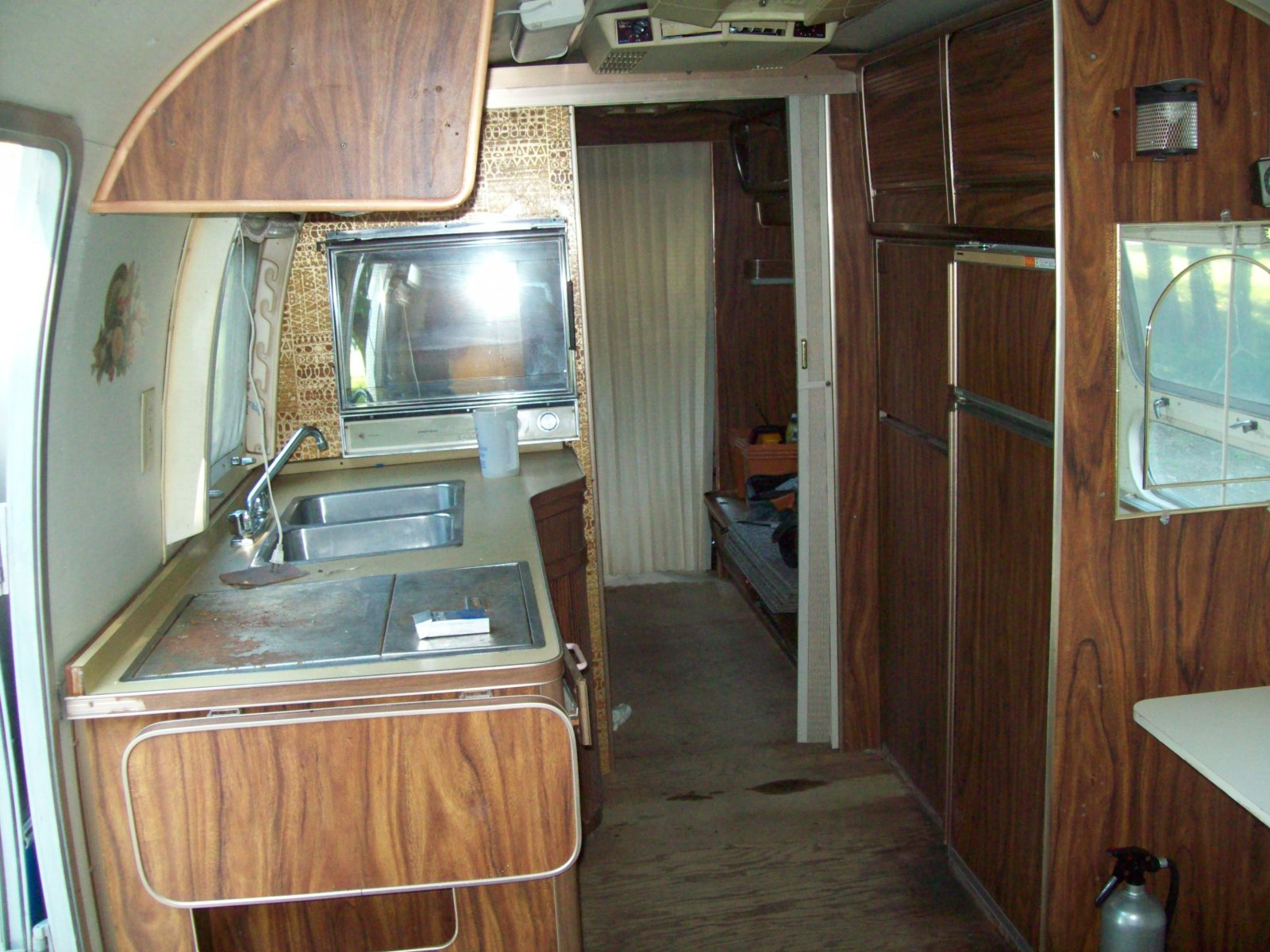 Click image for larger version  Name:airstream 015.jpg Views:84 Size:310.2 KB ID:82164