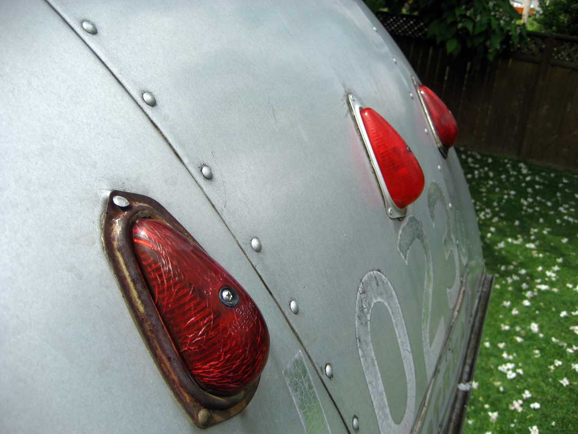 Click image for larger version  Name:64-Globetrotter-Rear-Clearance-Lights.jpg Views:74 Size:70.3 KB ID:82628