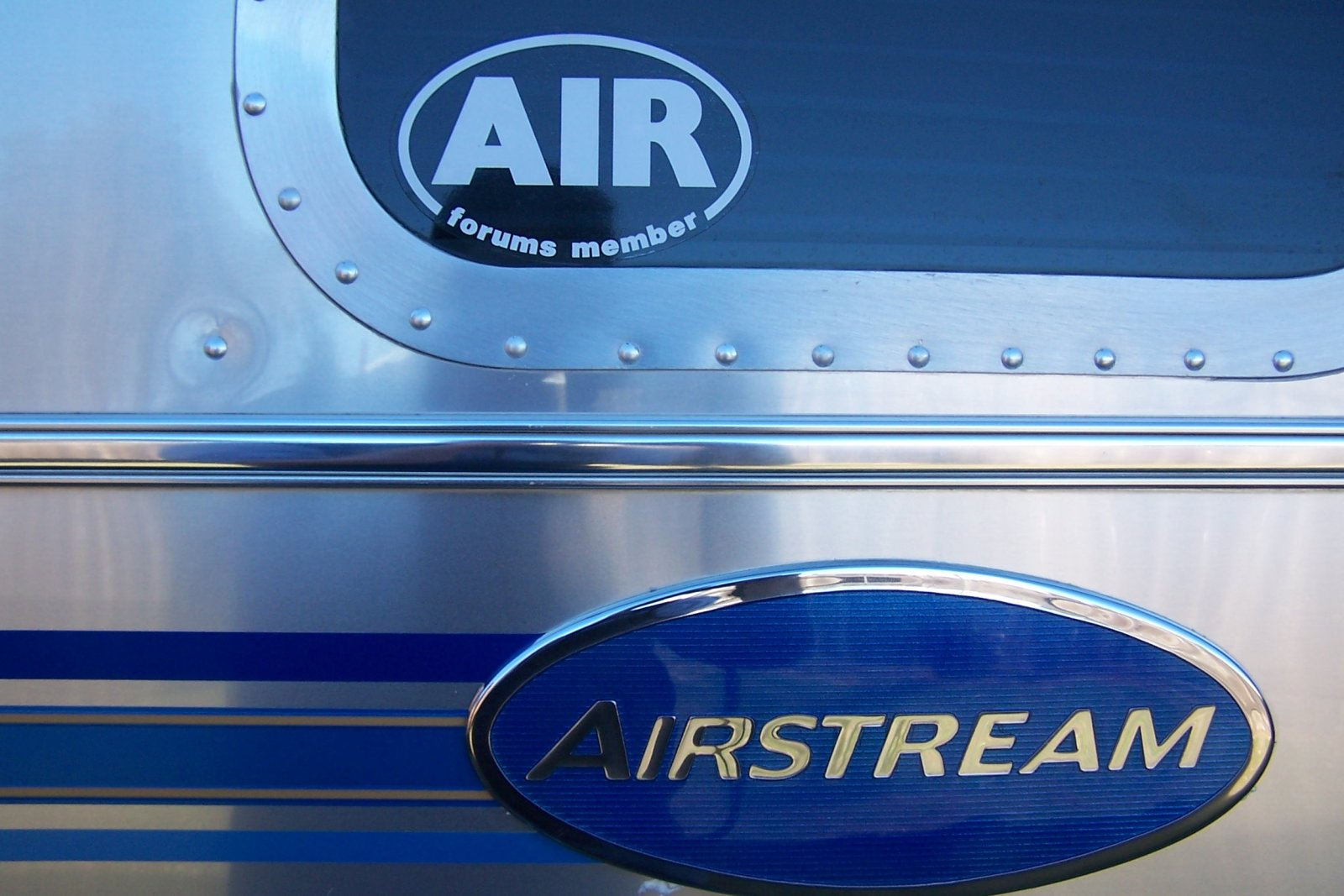 Click image for larger version  Name:airstream logo and roof 005.jpg Views:60 Size:211.1 KB ID:83935
