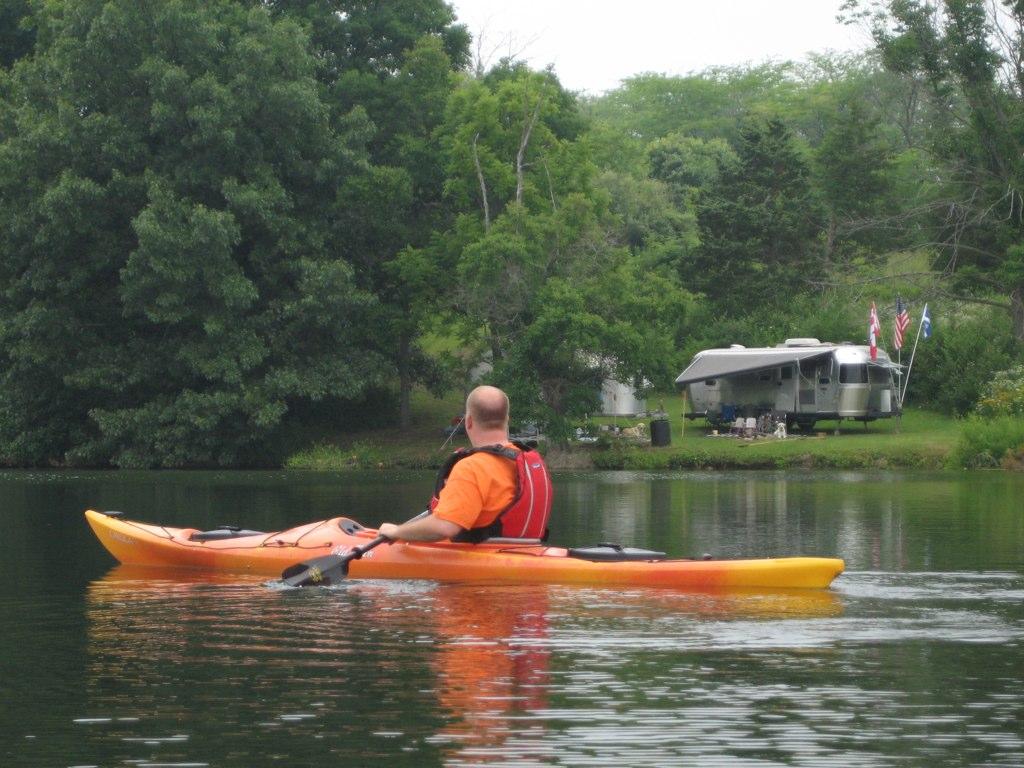 Click image for larger version  Name:kayaks_airstreams2.jpg Views:98 Size:179.3 KB ID:83956