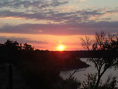 Click image for larger version  Name:sunset-photo.jpg Views:89 Size:12.9 KB ID:8397