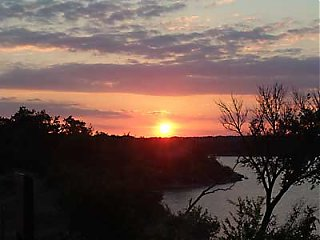 Click image for larger version  Name:sunset-photo.jpg Views:109 Size:12.9 KB ID:8397