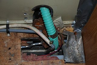 Click image for larger version  Name:valve above potable water tank 2.jpg Views:112 Size:117.5 KB ID:84024
