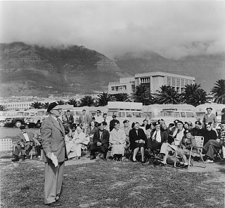 Click image for larger version  Name:AFRICA 1959 (178) Cape Town Meeting with Wally Byam.jpg Views:114 Size:386.2 KB ID:84151