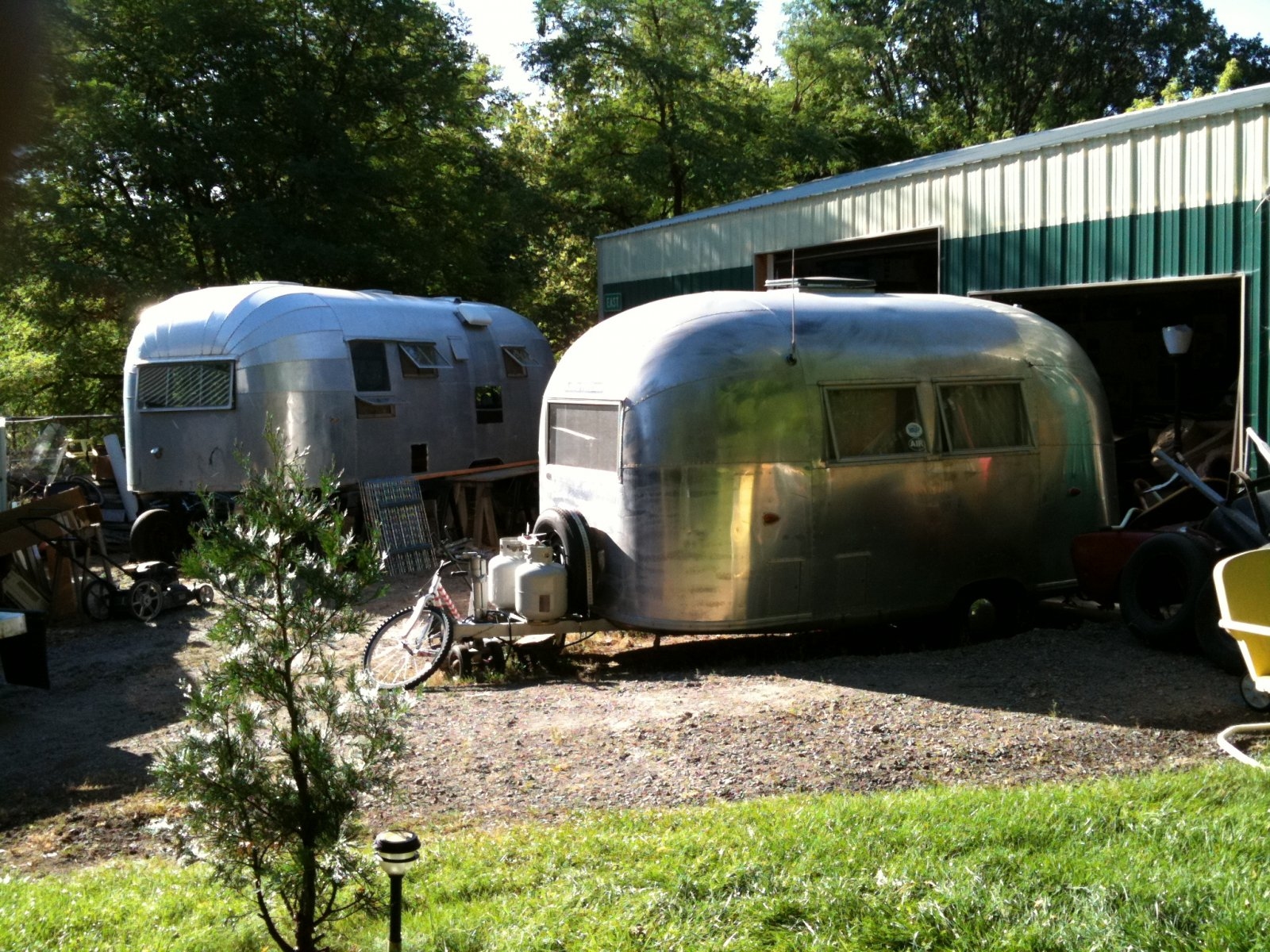 Click image for larger version  Name:Airstream Garage.jpg Views:84 Size:486.1 KB ID:84405