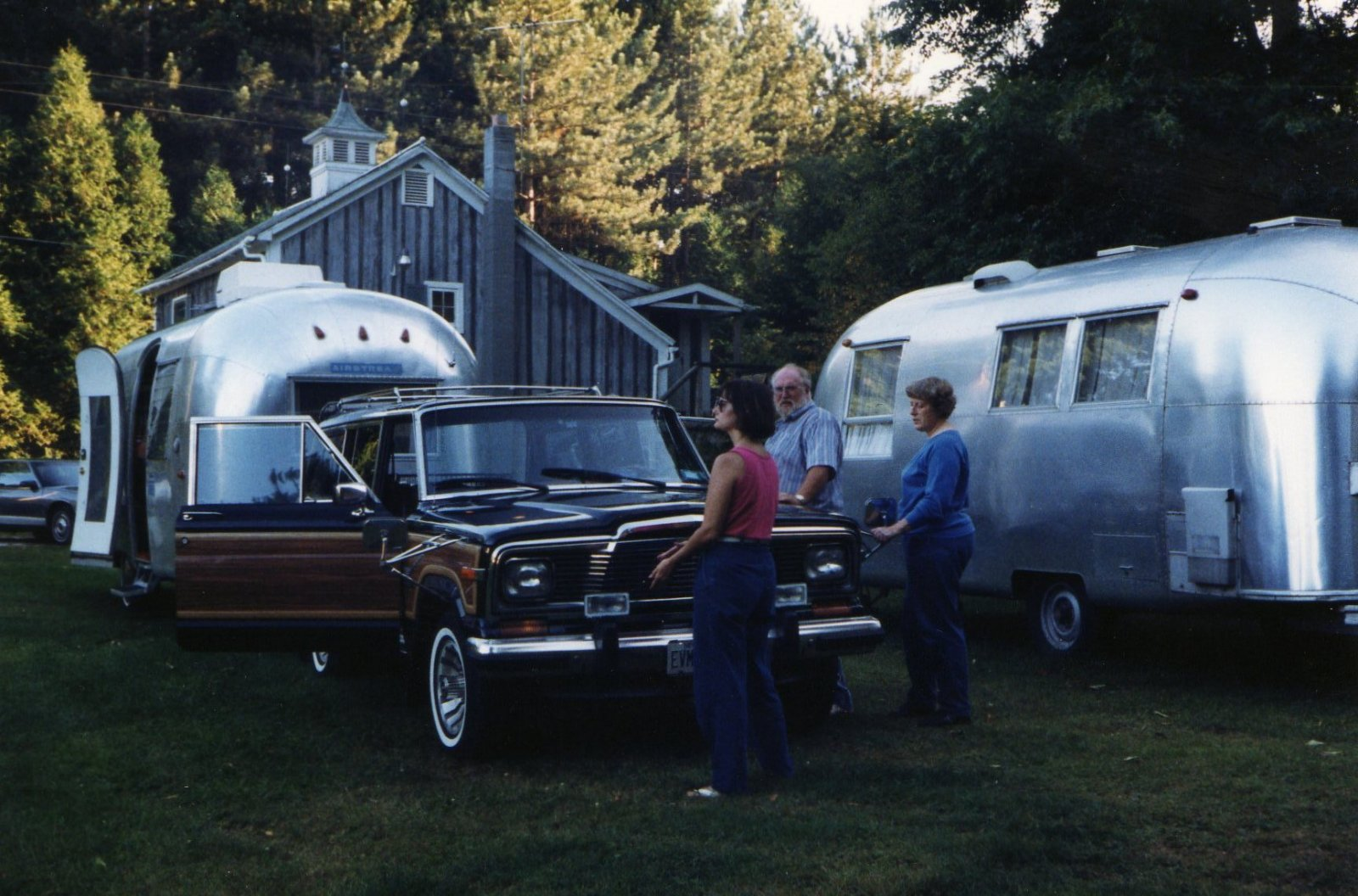 Click image for larger version  Name:TWO NICE 63 SAFARI'S.jpg Views:88 Size:276.4 KB ID:85528