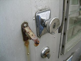 Click image for larger version  Name:Door Latch Close Up.JPG Views:195 Size:56.5 KB ID:85995