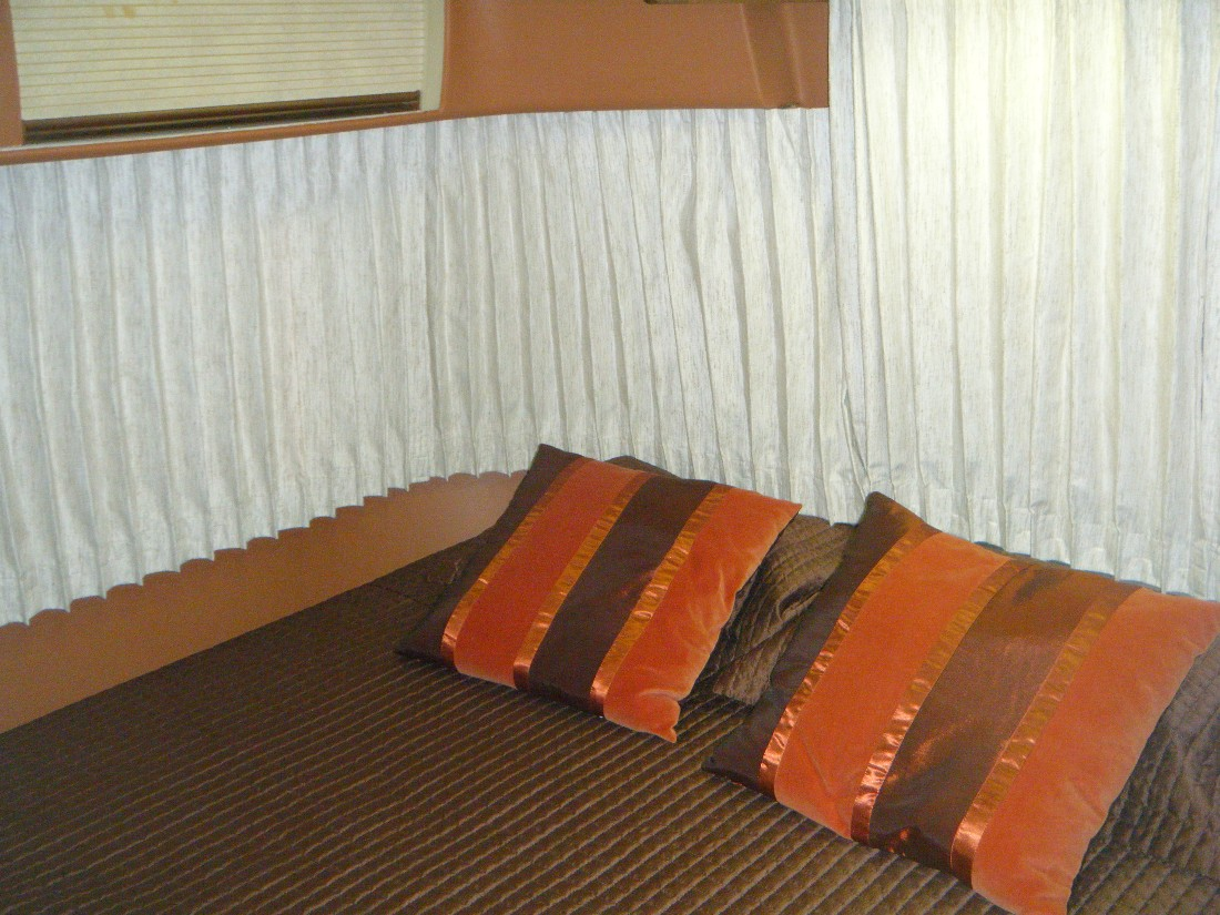 Click image for larger version  Name:Bedroom with new JPA Drapes 2.JPG Views:77 Size:267.5 KB ID:86103