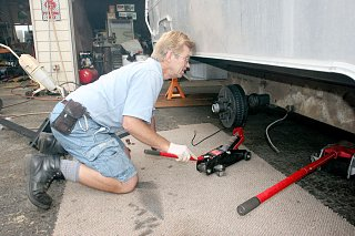 Click image for larger version  Name:IMG_9962 leveling the axle-s.jpg Views:215 Size:170.7 KB ID:86179