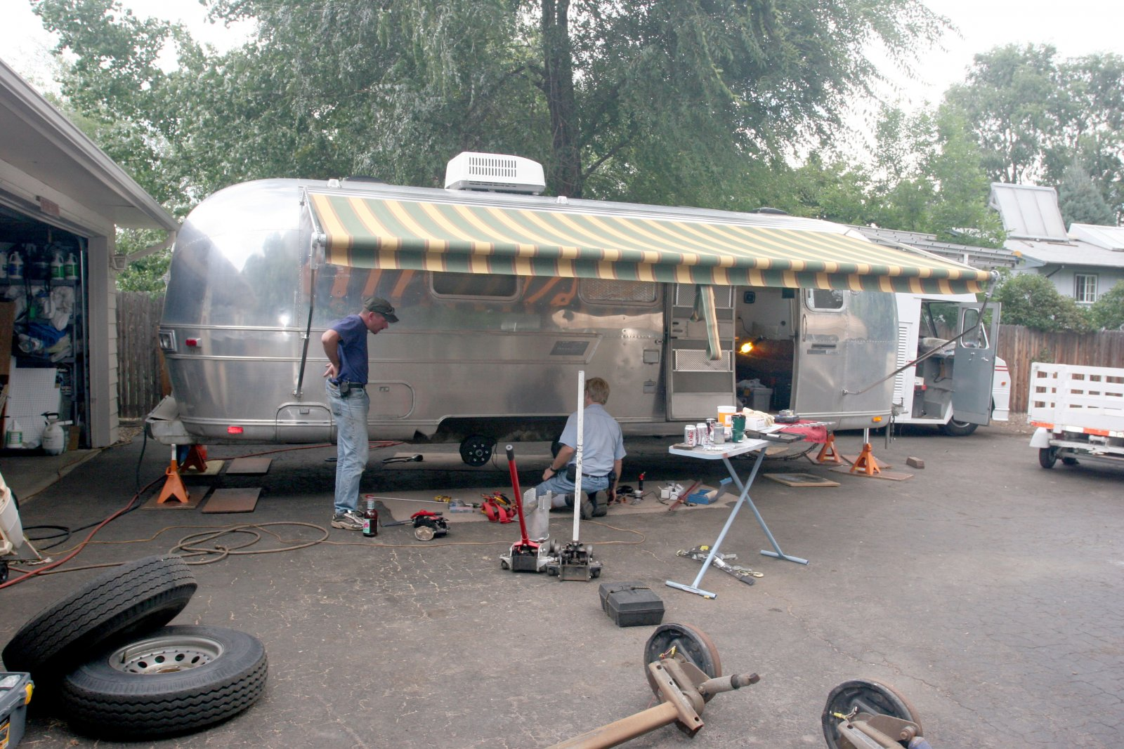 Click image for larger version  Name:IMG_9974 working under awning-s.jpg Views:143 Size:356.0 KB ID:86184