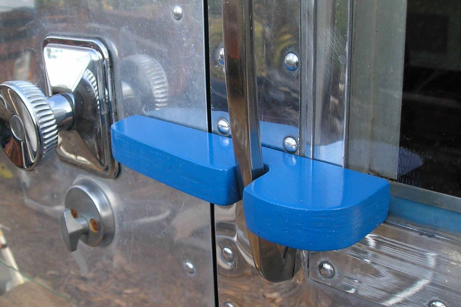 Click image for larger version  Name:Airstream.Door Latch and suicide Lock 002.jpg Views:125 Size:247.7 KB ID:86940