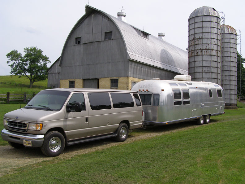 2009 ford e 150 towing capacity
