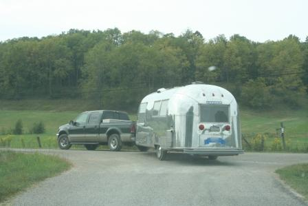 Click image for larger version  Name:airstreams in the wilds roy pulling from watson road.JPG Views:63 Size:34.7 KB ID:87594
