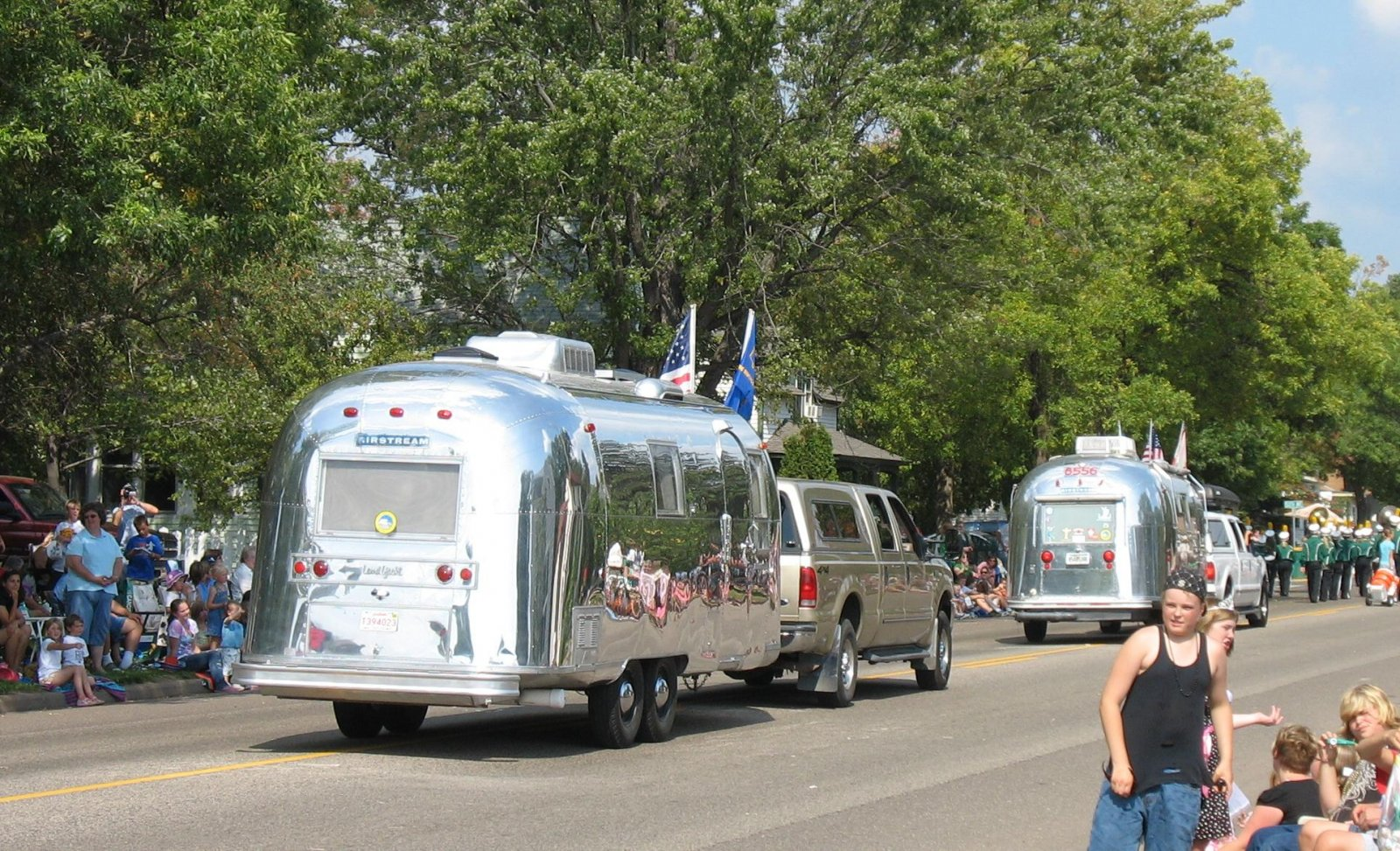 Click image for larger version  Name:Airstreams_in_the_parade.jpg Views:91 Size:433.3 KB ID:87773