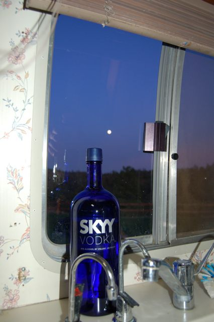 Click image for larger version  Name:SKy&Moon.jpg Views:60 Size:38.3 KB ID:88108
