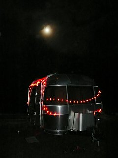 Click image for larger version  Name:Xmas Airstream in the moonlite.jpg Views:82 Size:165.5 KB ID:88196