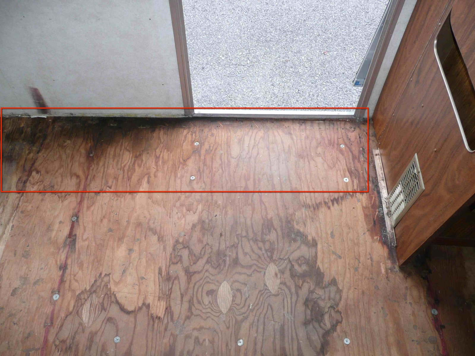 Click image for larger version  Name:Floor Rot JPEG.jpg Views:83 Size:347.1 KB ID:88239