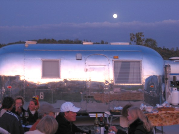 Click image for larger version  Name:Dinner Moon.jpg Views:72 Size:53.5 KB ID:88612