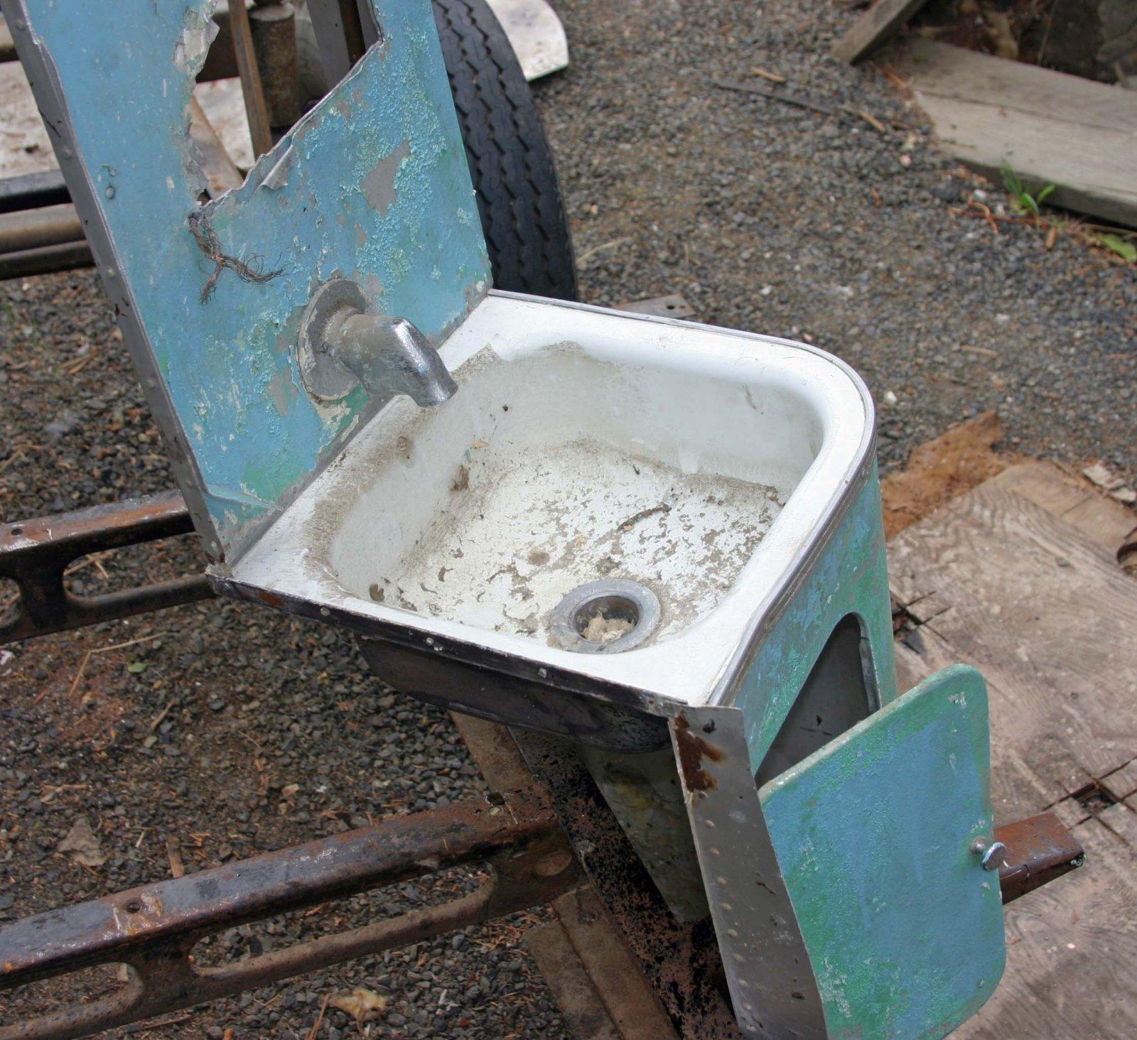 Click image for larger version  Name:Pedestal sink.jpg Views:99 Size:400.5 KB ID:88662