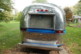 Click image for larger version  Name:Rear with new awning.jpg Views:174 Size:131.2 KB ID:88665