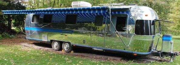 Click image for larger version  Name:curbside finished with awning deployed cropped.jpg Views:127 Size:40.6 KB ID:88729