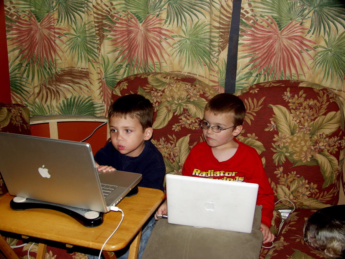 Click image for larger version  Name:Harrison and Collin kickin it new school.JPG Views:62 Size:594.9 KB ID:88745