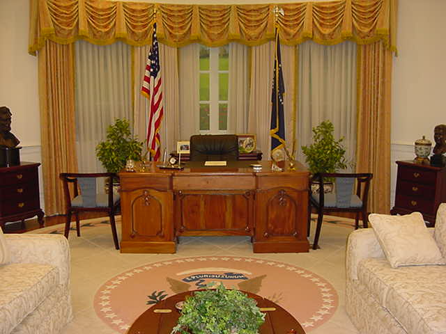 Click image for larger version  Name:oval office.jpg Views:183 Size:39.4 KB ID:8925
