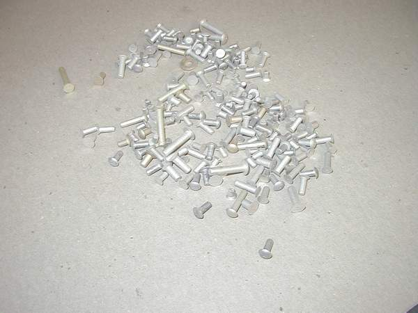 Click image for larger version  Name:solid rivets2.jpg Views:319 Size:30.4 KB ID:898