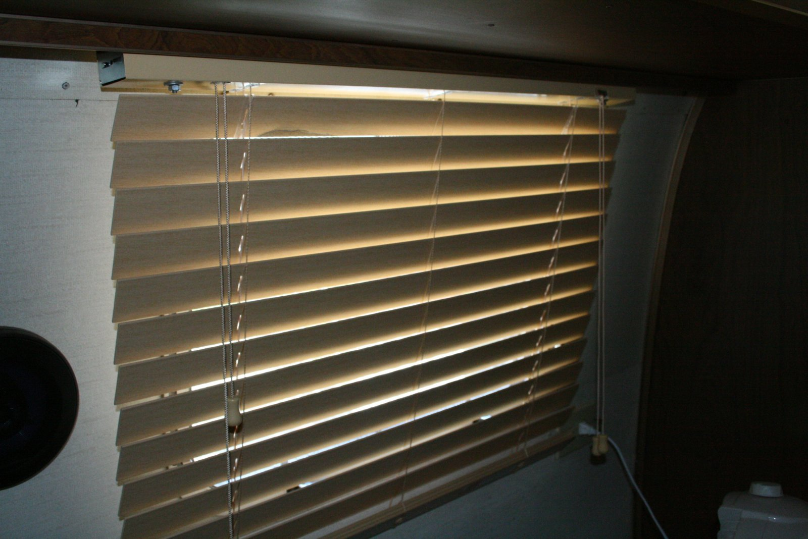 Click image for larger version  Name:twinbed  blind.jpg Views:136 Size:214.7 KB ID:89983
