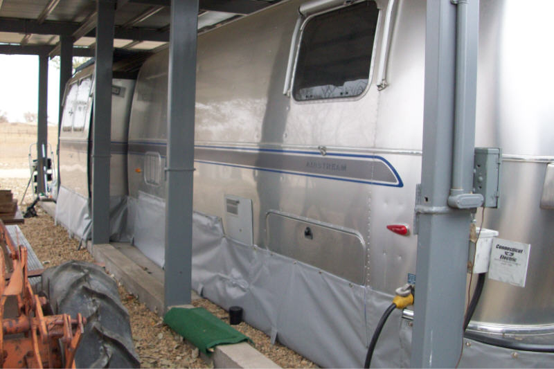 Click image for larger version  Name:airstream skirting 09 3lrg.jpg Views:139 Size:62.9 KB ID:90164