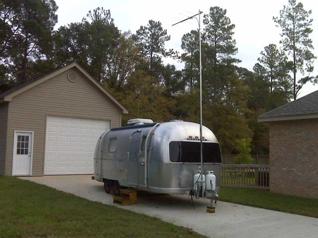 Click image for larger version  Name:Camper With Antenna Small.jpg Views:816 Size:66.0 KB ID:92573